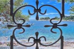 BeachFront Villa Coral Bay
